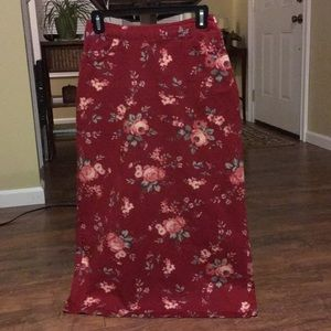 Cherokee floral skirt with pockets and slit size 4